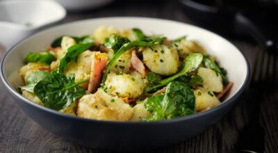 42 receitas de salada de batata incrivelmente versáteis