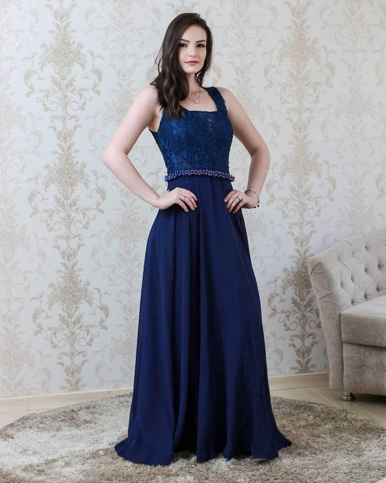 833447b24c Vestido de formatura azul: inspire-se em 50 modelos de diferentes tons