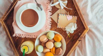 Café da manhã romântico: surpreenda quem você ama com essas ideias