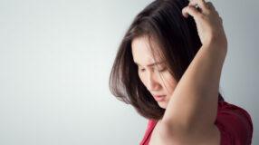Dor no couro cabeludo: possíveis causas e sintomas associados