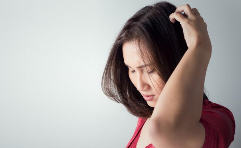 Dolor en el cuero cabelludo: posibles causas y síntomas asociados