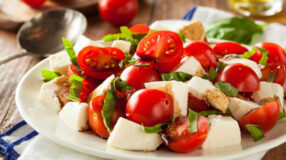 11 receitas de salada caprese para colocar mais sabor na sua rotina
