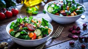 15 receitas de salada verde para comer bem sem cair na rotina
