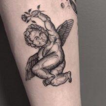 Tatuagem de anjo feminina: 80 ideias para marcar a pele com estilo
