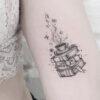 Tatuagem de livros: 75 opções para quem ama uma boa história