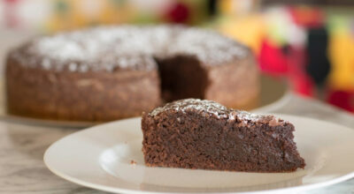 Bolo de chocolate simples: 8 receitas versáteis e deliciosas