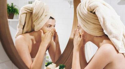 Esfoliante para o rosto: produtos e receitas para ficar com a pele lisinha