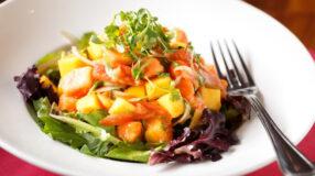 30 receitas de salada tropical para uma refeição leve e colorida