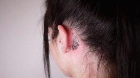 Tatuagem atrás da orelha: 70 ideias diferentes para você se inspirar