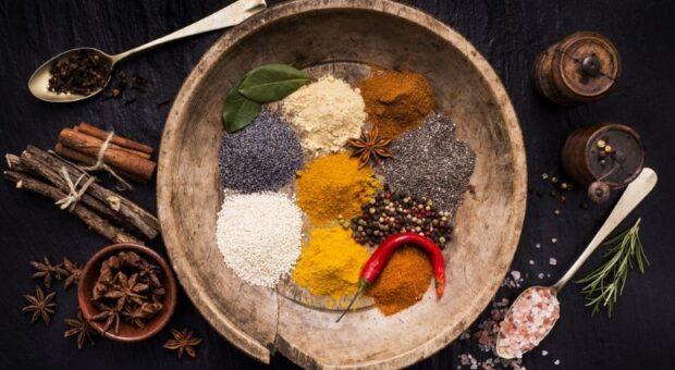 Temperos naturais: as melhores opções para substituir o sal