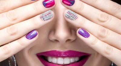 Unhas com joias: 55 inspirações para quem ama um toque de glamour