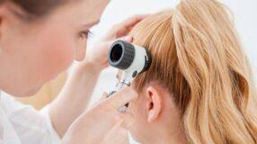 Espinha na cabeça: principais causas e tratamentos eficazes