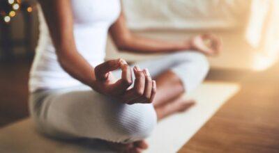 Meditação para dormir: 8 benefícios, dicas e apps para ajudar a relaxar