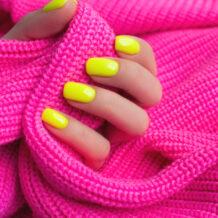 Esmalte neon: 30 ideias sensacionais para destacar as unhas