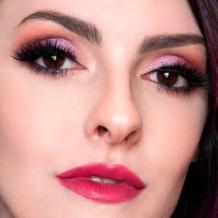 Maquiagem rosa: inspirações e tutoriais para se jogar na cor