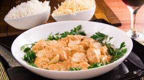 14 receitas de strogonoff de frango que você nem sabia que existiam