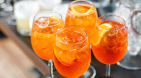Aperol Spritz: 15 receitas para aprender a fazer um drink refrescante de sucesso