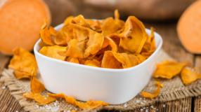 Chips de batata-doce: 11 receitas para aproveitar todo o sabor do petisco