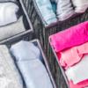 Como dobrar camiseta: dicas que vão facilitar a sua vida