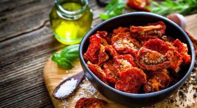 Como fazer tomate seco para turbinar suas refeições com um sabor incrível