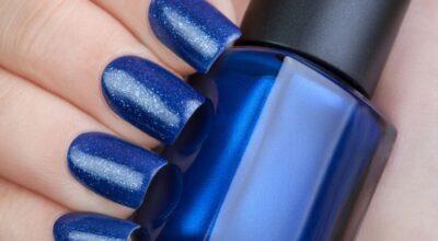 Esmalte azul: realce a beleza das suas unhas com essa cor incrível