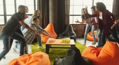 Jogo de bebida: apps e dicas para se divertir com os amigos