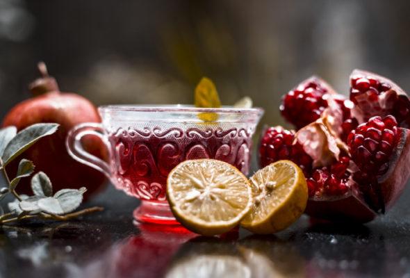 Chá de romã: por que consumir, como preparar e contraindicações
