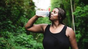 Dieta da água: descubra prós e contras com explicações de nutricionista