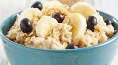 12 benefícios da banana com aveia e receitas com essa combinação