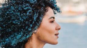50 cabelos cacheados coloridos que são uma explosão de estilo