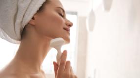 Escova de limpeza facial: saiba tudo para um skincare impecável