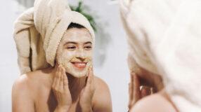 8 receitas de esfoliação com açúcar caseiras para renovar sua pele