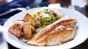 12 receitas de tilápia assada para uma refeição leve e saborosa