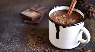 Chocolate quente cremoso: 18 receitas para mandar o frio para longe