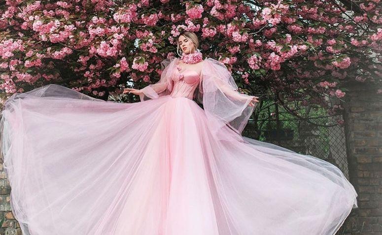 Vestido De Noiva Rosa 80 Fotos Significado Para Fugir Do óbvio