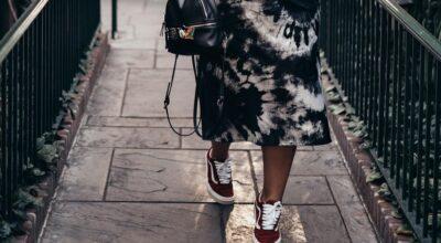 31 fotos de inspiração de saia com tênis para arrasar no look