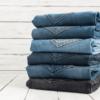 Aprenda 5 maneiras práticas de como dobrar calça jeans