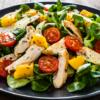 10 receitas de salada de frango para ter uma rotina mais leve e saudável
