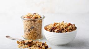 10 receitas de granola salgada saborosas que vão transformar os seus pratos