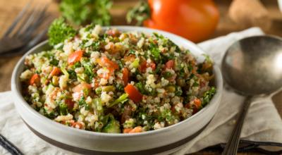 10 receitas de tabule para se deliciar com uma salada árabe