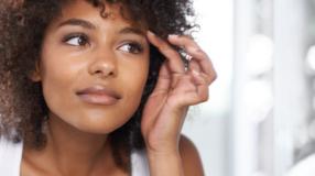 4 fatores que causam caspa na sobrancelha e como tratá-la