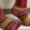 Como fazer meias de crochê para deixar os pés quentinhos nos dias frios