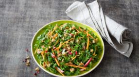 9 receitas de salada de couve cheias de sabor e nutrientes