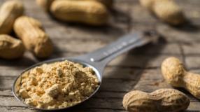 Farinha de amendoim: como usar esse ingrediente em 6 receitas saudáveis