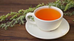 5 benefícios surpreendentes do chá de artemísia para o seu corpo