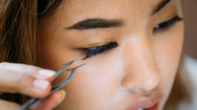 7 marcas de cola de cílios recomendadas por blogueiras para você
