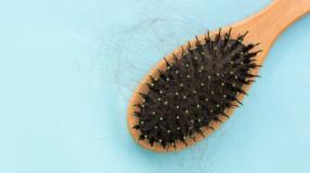 Como limpar escova de cabelo para manter os fios brilhantes e saudáveis