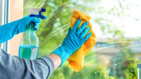 5 receitas de limpa vidro caseiro que vão facilitar a hora da faxina