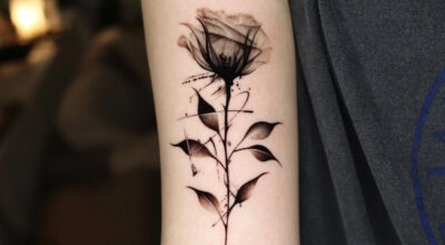 60 fotos de tatuagem de rosa no braço para uma arte bela e simbólica