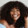 30 ideias de curtain bangs em cabelo cacheado para quem ama franjinha